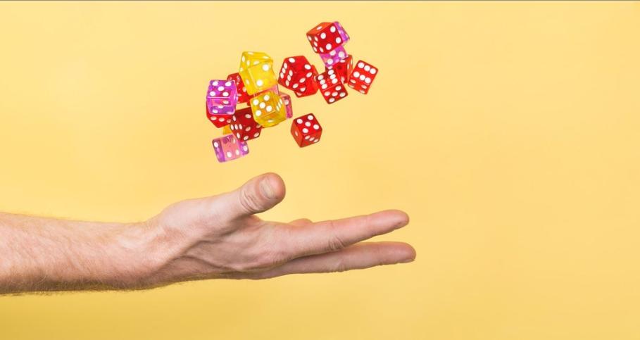 ブロックチェーンゲーム 危険性 リスク 投資 特徴